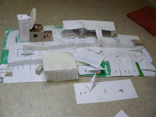 En devoirs libres ou en projets personnels du mardi après-midi, les élèves construisent....au gré de leur imagination des maquettes, des dessins, des montages électriques, des exposés,.....pour apprendre autrement et avec plaisir !