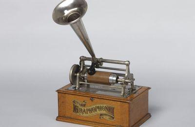 Le 1er avril 1900, les Minahouets entendent des voix !