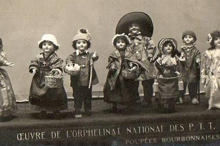 Exposition de poupées au profit de l'orphelinat des P.T.T. en 1924