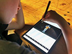 On dessine par dessus la vidéo grâce à l'application Flipaclip
