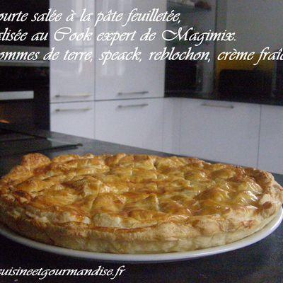 Tourte salée à la pâte feuilletée réalisée au Cook expert de Magimix. Pommes de terre, speack, reblochon, crème fraîche.