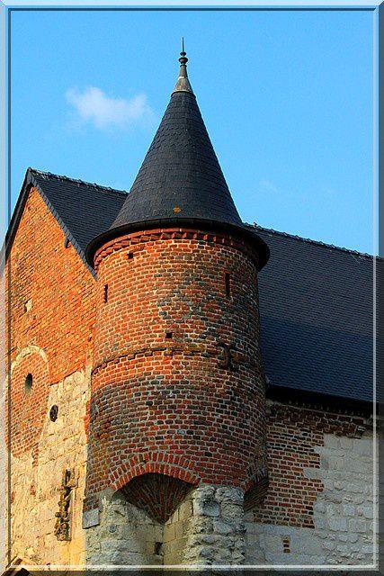 Diaporama église fortifiée de Morgny en Thiérache