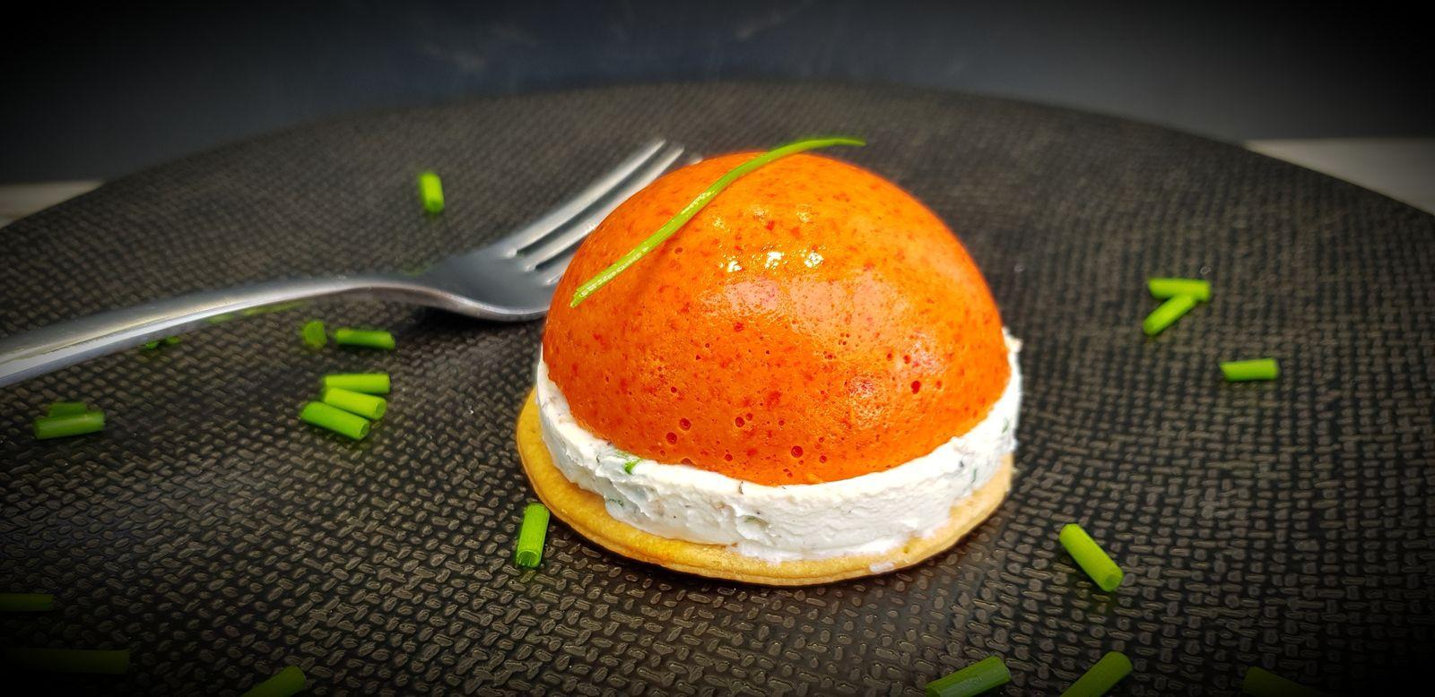 Dômes à la mousse de poivron et fromage frais