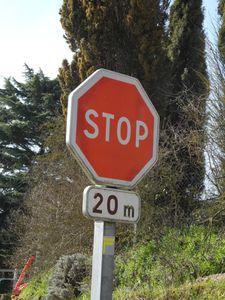 """Non respect du panneau """"STOP"""""""