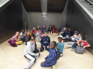 Petit temps de repos au Louvre après mission toilettes accomplie !