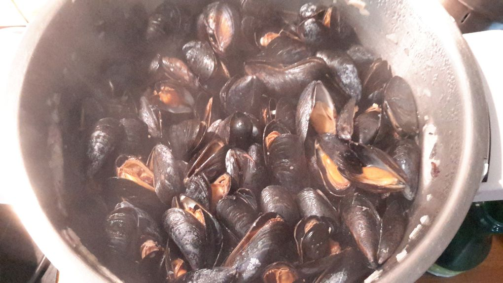 Moules de bouchot au boursin figues et noix