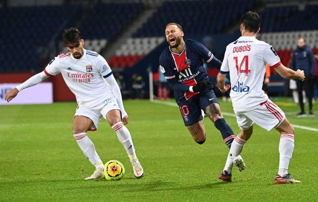 Paris perd sa place de leader et Neymar