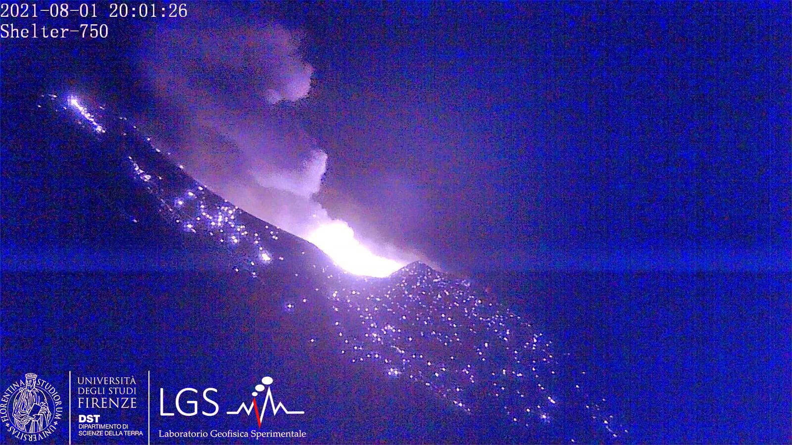 Stromboli - similar strong explosion - image archives cam LGS / 01.0.2021 / 20h01