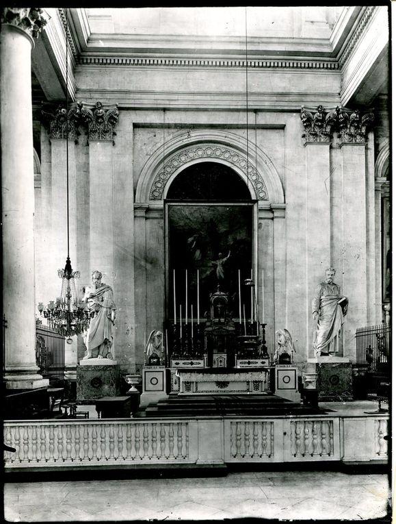 Après ces photographies de l'intérieur de la cathédrale reconstruite, voici telle  qu'elle était avait la guerre. L'une de ces photographies mentionne l'année 1895 (source : Musée des Beaux-Arts d'Arras).