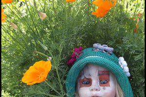 un chapeau fleuri dans mon jardin
