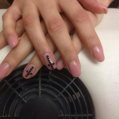 Pose de capsule en gel couleur nude