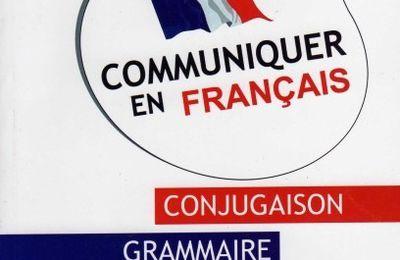 «Communiquer en français» de Karim Kherbouche sur les étals