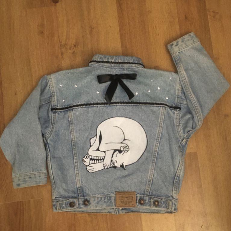 Personnalisation d'une veste en jean pour Alyssonne
