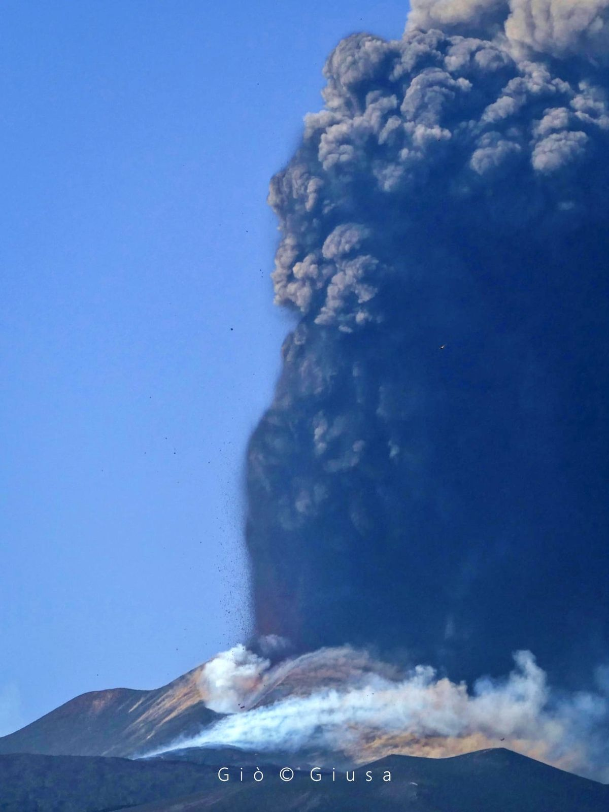 Etna SEC - all the power of the volcano in this photo of 28.06.2021 - photo by Gio Giusa