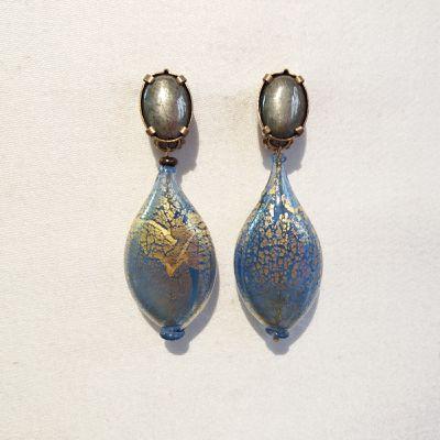 """Boucles d'oreilles clips en pierres naturelles et verre nommées : """"PASSER OUTRE""""_bijou de créateur_Paris."""