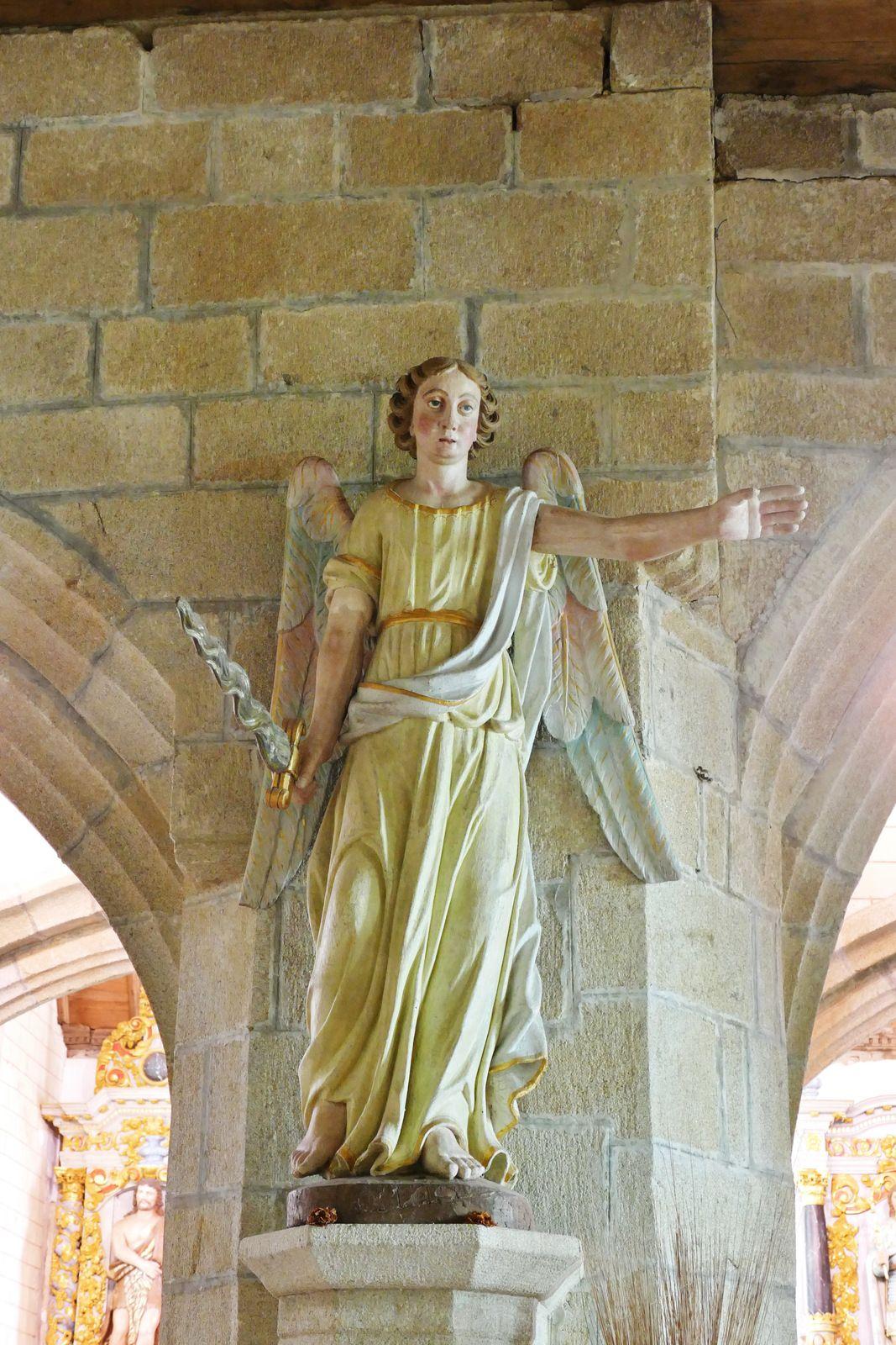 Sculptures de la chapelle Sainte-Marie-du-Ménez-Hom. Photographie lavieb-aile.