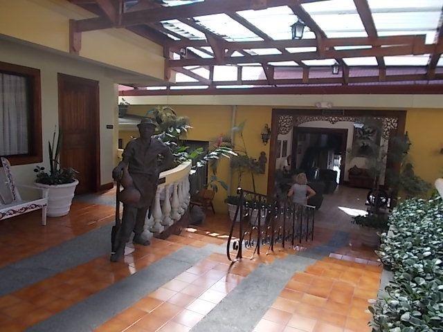 marché de  San josé suite et visite du volcan Poas au depart de la capitale et sa basilique, le théatre national,  le dernier jour à l hotel.