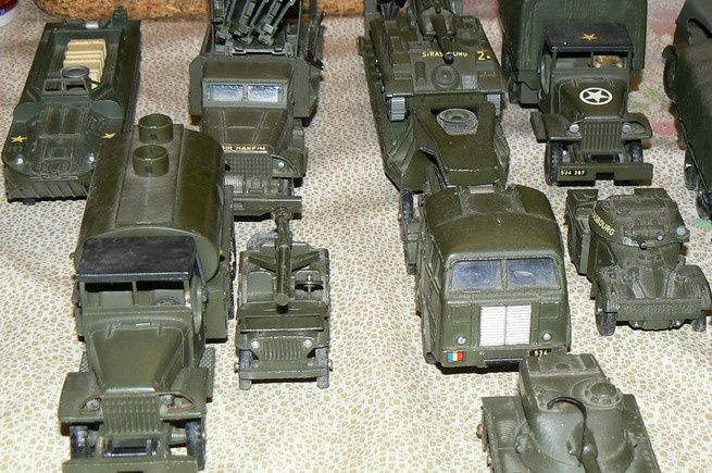 Collection: miniatures véhicules militaires Dinky Toys