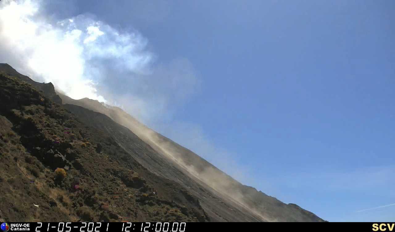 Stromboli - 21.05.2021 / 12h10 - webcam INGV