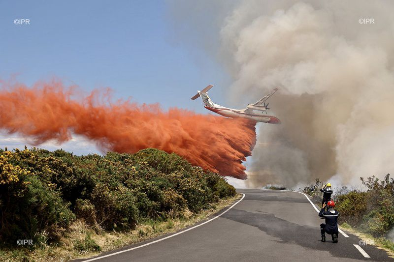 Reunion island - DASH intervention, with release of retardant - photo Imazpress 08.11.2020