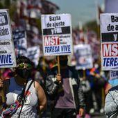Crise politique en Argentine : manifestation de gauche contre le gouvernement de centre-gauche