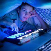 """Uno de cada cinco adolescentes se despierta por las noches para calmar su """"mono 2.0"""" - Marketing Directo"""