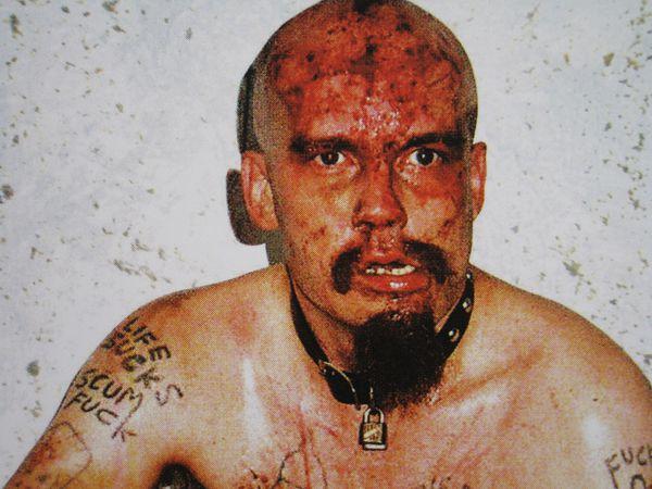 gg allin, il fut un chanteur américain punk hardcore connu pour ses performances scéniques qui incluaient des actions transgressives