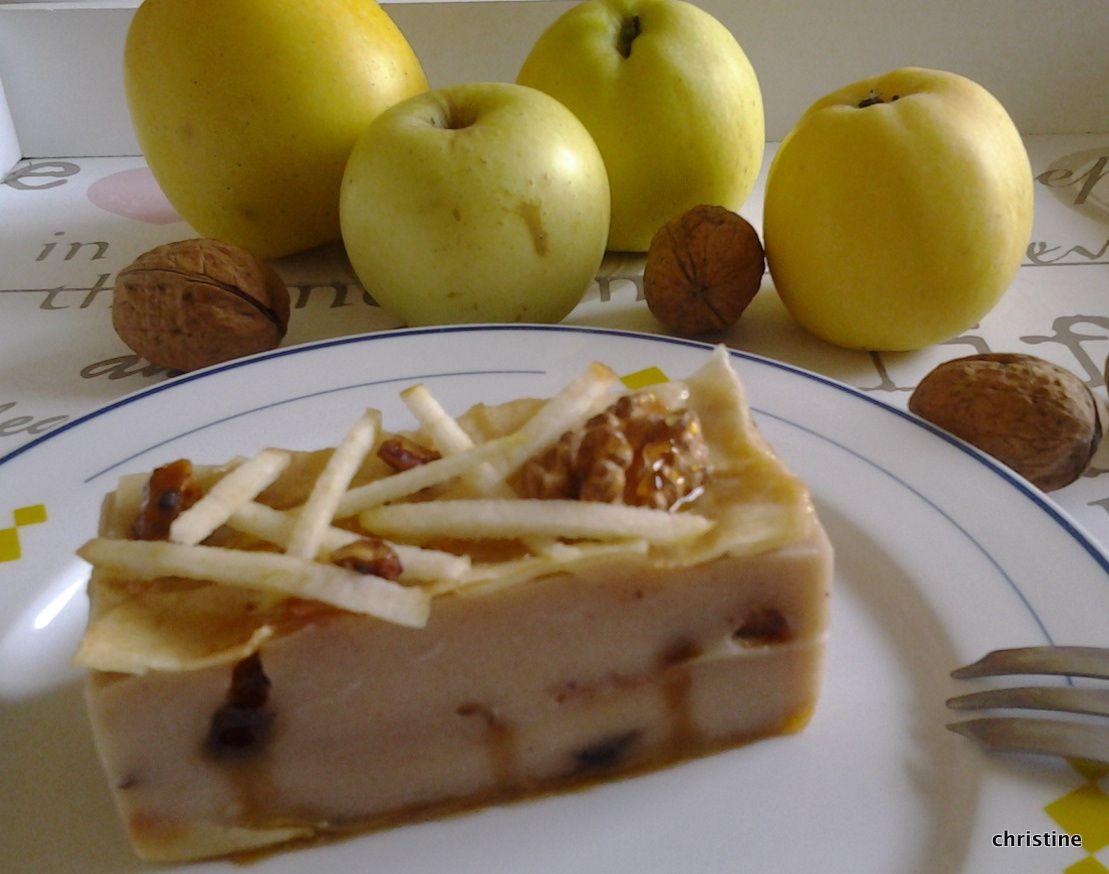 Entremets pommes-noix comme un mille feuilles