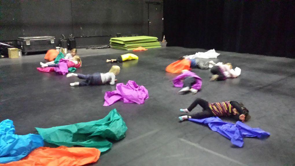 Photos - Cirque Théâtre d'Elbeuf avec 2 classes de CP – CE1 de l'école Marcel Touchard à St Aubin lès Elbeuf  (Février 2013). Crédit Photos : Christophe Raynaud de Lage