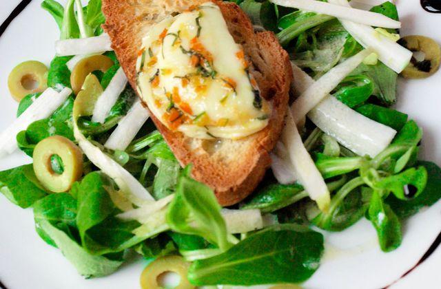 Salade aux crottins de chèvre marinés