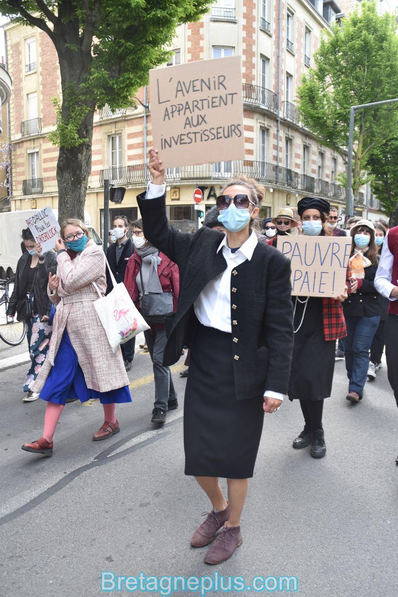 Manifestation théâtrale et déguisée des intermittents du spectacle de Rennes