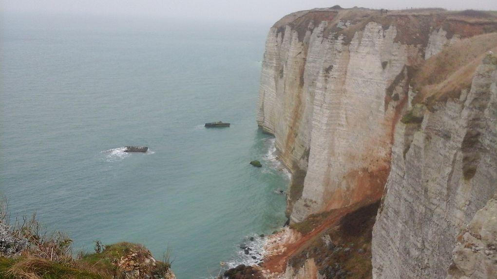 Une boucle d'une heure et demie en haut de la falaise avec la mer couleur opale alentour.