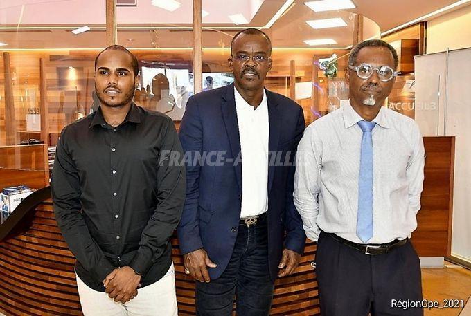 Damien Bissesar, docteur en chimie et chercheur, Ary Chalus, Président de la Région Guadeloupe, Henry Joseph, pharmacien et docteur en pharmacognosie - Région Guadeloupe