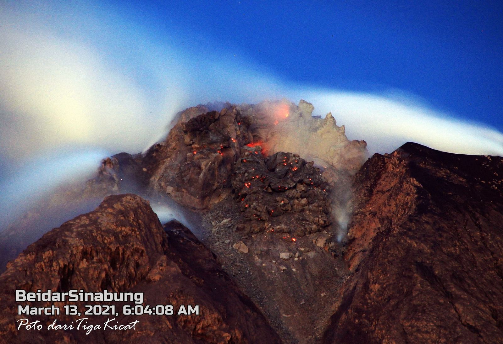 Sinabung - the summit and the dome on 03.13.2021 - photo Firdaus Surbakti