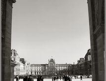 Le Louvre sous l'arc