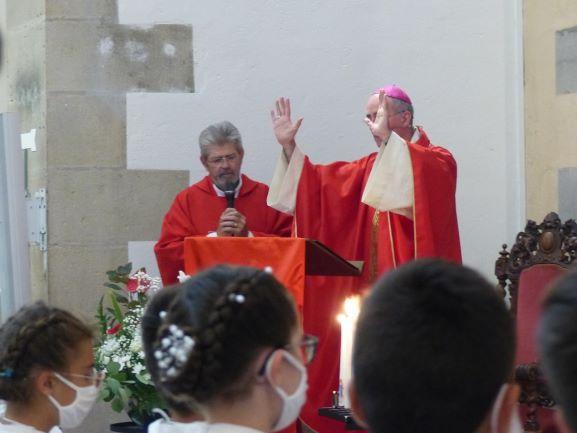 Confirmation  : 29 jeunes confirmés par Monseigneur Percerou