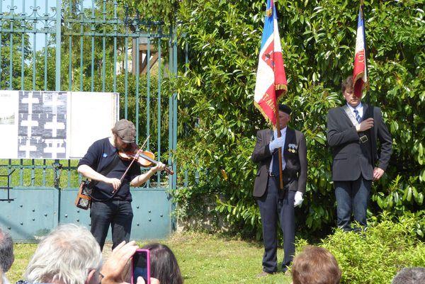 """Inauguration de la stèle en hommage aux six soldats """"fusillés pour l'exemple"""" à Roucy en 1916 et 1917."""