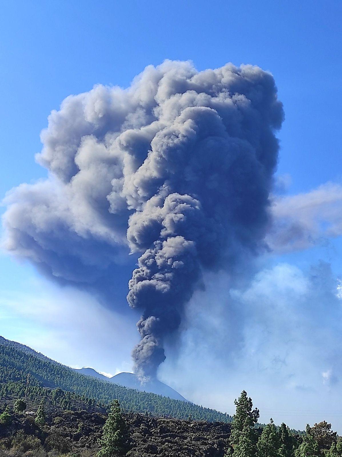 La Palma / Cumbre Vieja - forte émission de cendres le 04.10.2021 - volcanes de Canarias