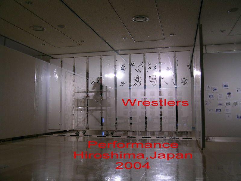 Pendant la réalisation de la peinture animée, à Hiroshima en 2004