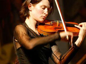 viktoria mullova, une violoniste russe au talent incontestable réputée pour sa polyvalence et son intégrité musicale