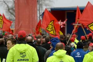 Airbus Group détaille lundi son plan de 5.800 suppressions d'emplois