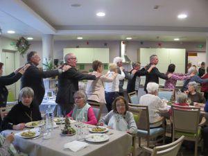 19 décembre : le repas de Noel avec les résidents, les salariés, les administrateurs et les bénévoles