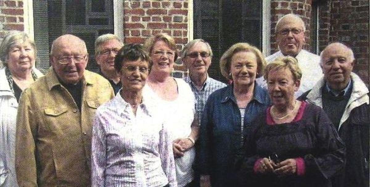 Le Bureau de l'association des seniors halluinois en 2010... Yvon Tomme 1er à droite.