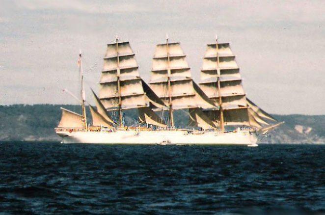 Diaporama automatique, L'arrivée du 4 mâts-barque Sedov en baie de Douarnenez juillet 1988...