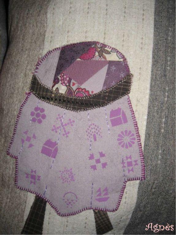 Avec Agnès, nous nous sommes lancées un défi pour 2010 : réaliser chaque mois un coussin avec une des grilles d'Annie Downs de Hatched and Patched.