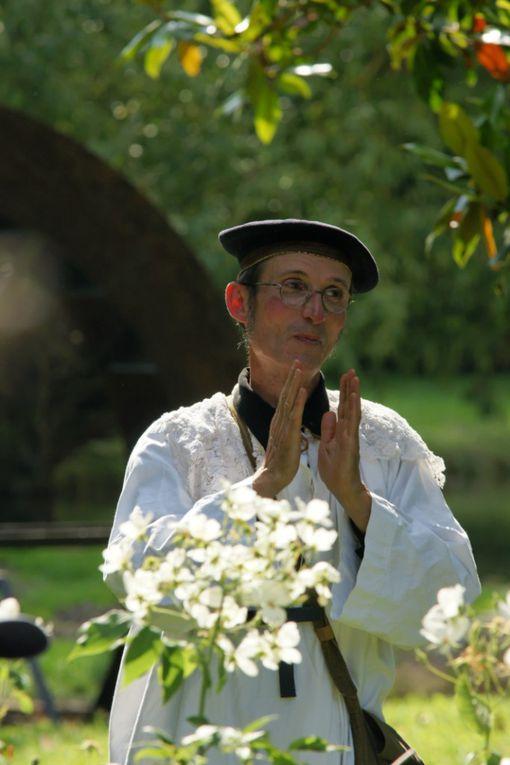 Nos années 1960 Spectacle déambulatoire  Suivez le curé du village le long de cette balade animée jusqu'au bord de Morge