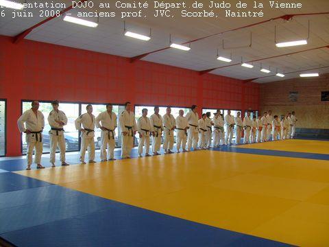 """6 juin 2008, présentation du dojo aux officiels """"judo"""" du département avec la présences des hauts gradés. Entrainement commun avec Scorbé et JVC"""