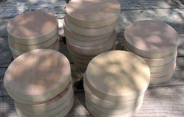 Serviettage sur galettes en bois rondes..