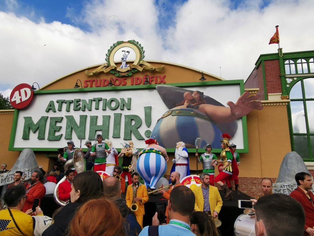 L'entrée de l'attraction, le préshow et des images du film, le mieux étant quand même d'y aller en vrai !