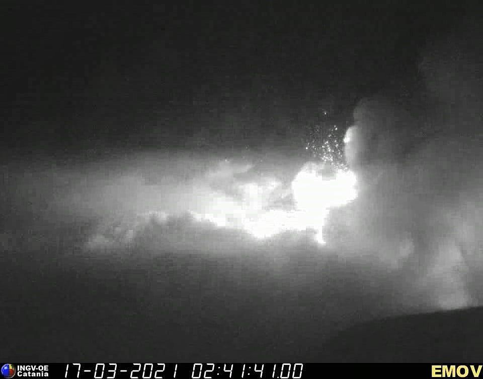 Etna SEC - lava fountains on 03/17/2021, at 2:41 a.m. and 2:43 a.m. respectively - INGV OE webcam